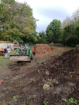 les apprentis en BP2 en chantier à Voisins-Le-Bretonneux sur le site de la Frossardière.
