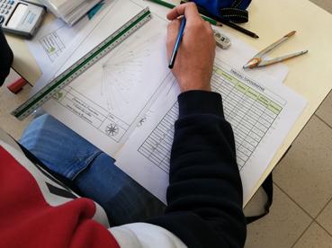 les apprentis en BP2 en chantier conception à Voisins-Le-Bretonneux sur le site de la Frossardière.