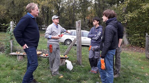 la classe de bac Pro 1re année en aménagements paysagers a visité un verger à Gif-sur-Yvette.