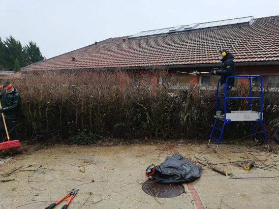 Les apprentis en BP1 Aménagements paysagers en chantier au lycée Jean Monnet (la Queue-lez-Yvelines)